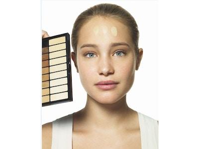 Lección de maquillaje: ¿Cómo aplicar la base de maquillaje?