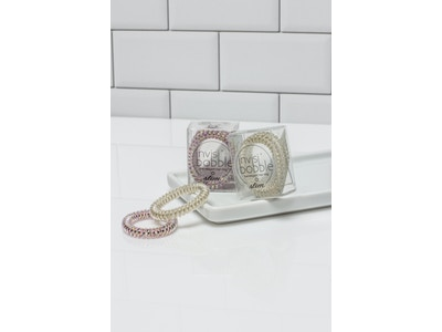 Trendy hair ties with invisibobble